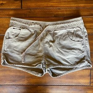 Indigo Rein brown shorts side pockets